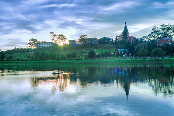 Sông Hương thơ mộng