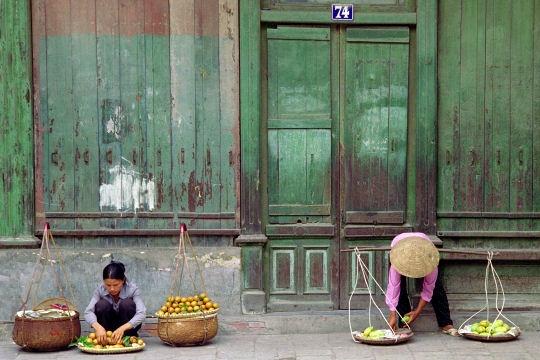 Gánh hàng rong trên phố