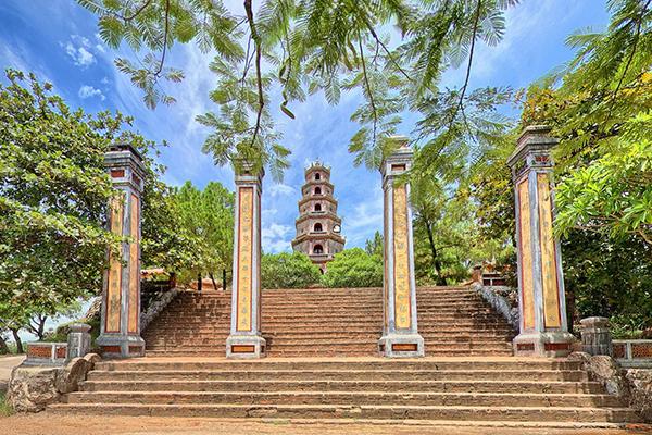 Tháp Bút ở chùa Thiên Mụ