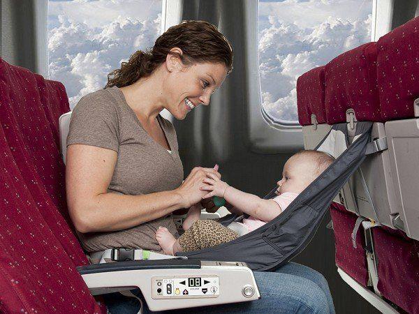 Trẻ sơ sinh đi máy bay cần giấy tờ gì, chuẩn bị ra sao
