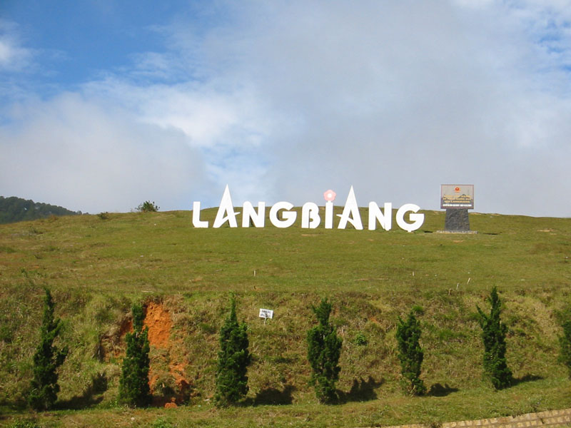 Núi Langbiang
