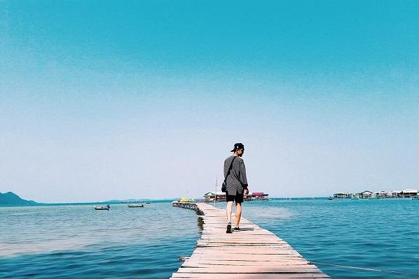 Khí hậu ở Phú Quốc chia làm hai mùa rõ rệt là mùa khô và mùa mưa